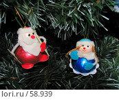 Купить «Дед Мороз со Снегурочкой на новогодней искусственной елке», фото № 58939, снято 24 декабря 2006 г. (c) Fro / Фотобанк Лори
