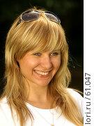 Купить «Улыбающаяся девушка», фото № 61047, снято 24 июня 2007 г. (c) Смирнова Лидия / Фотобанк Лори