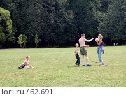 Купить «Семейный футбол», фото № 62691, снято 24 июня 2007 г. (c) Сергей Байков / Фотобанк Лори