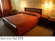 Купить «Интерьер гостиничного номера с горящими настенными светильниками», фото № 62975, снято 24 июня 2007 г. (c) Harry / Фотобанк Лори