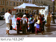 Купить «Дети в жару покупают мороженое», фото № 63247, снято 11 июля 2007 г. (c) Ханыкова Людмила / Фотобанк Лори