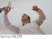 Купить «Марионетка, обрезающая веревку», фото № 64279, снято 22 июля 2007 г. (c) Julia Nelson / Фотобанк Лори