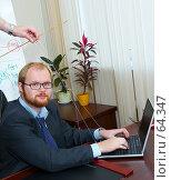 Купить «Мужчина-марионетка в офисе, за ноутбуком», фото № 64347, снято 22 июля 2007 г. (c) Ирина Мойсеева / Фотобанк Лори