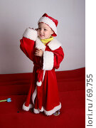 Купить «Маленький мальчик в костюма Санта-Клауса с радостным взглядом», фото № 69755, снято 4 июня 2007 г. (c) Harry / Фотобанк Лори