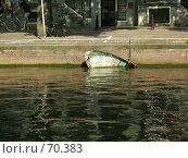 Купить «Полузатопленная лодка», фото № 70383, снято 13 июня 2007 г. (c) Корчагина Полина / Фотобанк Лори
