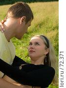 Купить «Молодая пара на природе», фото № 72371, снято 7 августа 2007 г. (c) Ильин Сергей / Фотобанк Лори