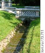 Канал у фонтана Пирамида Петергоф (2007 год). Редакционное фото, фотограф Надежда Климовских / Фотобанк Лори