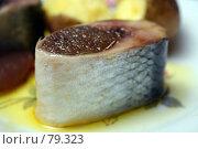 Купить «Кусочек селёдки с икрой», фото № 79323, снято 7 сентября 2006 г. (c) Александр Паррус / Фотобанк Лори