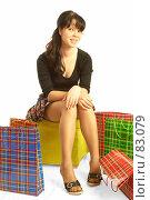 Купить «Девушка с покупками», фото № 83079, снято 14 мая 2007 г. (c) Андрей Армягов / Фотобанк Лори