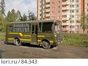 Купить «Автобус защитного цвета», эксклюзивное фото № 84343, снято 16 сентября 2007 г. (c) Игорь Веснинов / Фотобанк Лори
