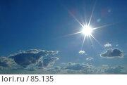 Купить «Яркое солнце на синем небе», фото № 85135, снято 29 июня 2007 г. (c) Сергей Сухоруков / Фотобанк Лори