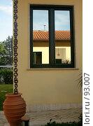 Купить «Отражение в окне  дома», эксклюзивное фото № 93007, снято 20 мая 2006 г. (c) Татьяна Белова / Фотобанк Лори