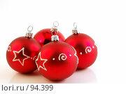 Купить «Красные елочные шары», фото № 94399, снято 3 октября 2007 г. (c) Валерия Потапова / Фотобанк Лори