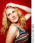 Купить «Блондинка на красном фоне», фото № 95083, снято 23 сентября 2006 г. (c) Михаил Лавренов / Фотобанк Лори