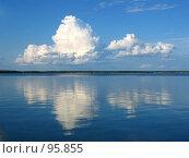 Облака и их отражение в озере. Стоковое фото, фотограф Филипп Яндашевский / Фотобанк Лори