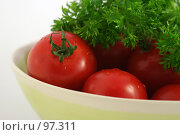 Купить «Помидоры с петрушкой в миске», фото № 97311, снято 27 августа 2007 г. (c) Наталья Герасимова / Фотобанк Лори