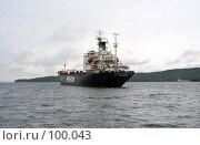 Купить «Владивостокский морской порт. Судно на рейде», фото № 100043, снято 14 августа 2018 г. (c) TigerFox / Фотобанк Лори