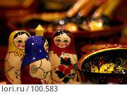 Купить «Деревянные матрешки на прилавке магазина», фото № 100583, снято 14 января 2005 г. (c) Harry / Фотобанк Лори