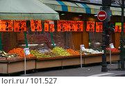 Купить «Уличный рынок в Париже, на одной из центральных улиц, недалеко от Мэрии, Франция», фото № 101527, снято 22 февраля 2006 г. (c) Harry / Фотобанк Лори