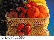 Купить «Сочные фрукты в корзинке», фото № 103595, снято 14 ноября 2018 г. (c) Иван Сазыкин / Фотобанк Лори
