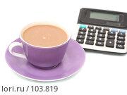 Купить «Чашка с кофе  и калькулятор на белом фоне», фото № 103819, снято 17 августа 2018 г. (c) Останина Екатерина / Фотобанк Лори