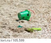Купить «Игрушечное ведро и совок, брошенные на пляже», фото № 105599, снято 10 июня 2007 г. (c) Сергей Сухоруков / Фотобанк Лори