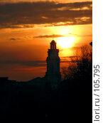 Купить «Силуэт Городской Ратуши на восходе солнца. Витебск.», фото № 105795, снято 20 августа 2018 г. (c) Светлана Кучинская / Фотобанк Лори