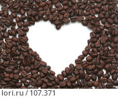 Купить «Сердце из кофейных зерен на белом фоне», фото № 107371, снято 31 октября 2007 г. (c) Останина Екатерина / Фотобанк Лори