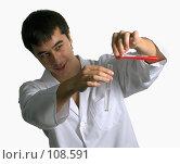 Купить «Лаборант проводит химический опыт», фото № 108591, снято 21 октября 2007 г. (c) Татьяна Белова / Фотобанк Лори