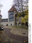Купить «Парк у средневековых стен», фото № 115091, снято 25 мая 2018 г. (c) Игорь Соколов / Фотобанк Лори
