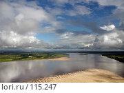 Купить «Кучевые облака над рекой Обь с высоты полета птицы», фото № 115247, снято 4 августа 2006 г. (c) Владимир Мельников / Фотобанк Лори