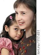 Купить «Две девочки - улыбающаяся и обиженная», фото № 117651, снято 22 марта 2007 г. (c) Алексей Хромушин / Фотобанк Лори