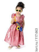 Купить «Маленькая девочка с саксофоном», фото № 117663, снято 22 марта 2007 г. (c) Алексей Хромушин / Фотобанк Лори
