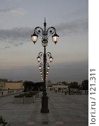 Купить «Фонари на пешеходном мосту», фото № 121311, снято 7 сентября 2007 г. (c) Андрей Ерофеев / Фотобанк Лори
