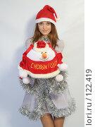 Купить «Девушка с новогодним подарком», фото № 122419, снято 11 ноября 2007 г. (c) Евгений Батраков / Фотобанк Лори