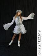 Купить «Девушка в новогоднем костюме», фото № 122619, снято 11 ноября 2007 г. (c) Евгений Батраков / Фотобанк Лори