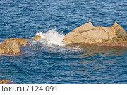 Купить «Испания, Ллорет де Мар, морской пейзаж со скалами и волной», фото № 124091, снято 23 августа 2007 г. (c) Александр Соболев / Фотобанк Лори