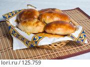 Купить «Пирожки в корзинке», фото № 125759, снято 20 октября 2007 г. (c) Петухов Геннадий / Фотобанк Лори