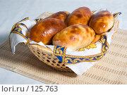Купить «Пирожки в корзинке», фото № 125763, снято 20 октября 2007 г. (c) Петухов Геннадий / Фотобанк Лори