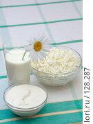 Купить «Молоко, сметана и творог», фото № 128287, снято 25 июля 2006 г. (c) Георгий Марков / Фотобанк Лори