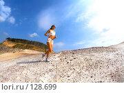 Купить «Девушка бежит по песку», фото № 128699, снято 5 сентября 2007 г. (c) Серёга / Фотобанк Лори