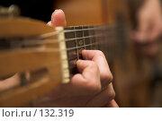 Купить «Гитара и рука. Guitar and hand», фото № 132319, снято 28 декабря 2006 г. (c) Коваль Василий / Фотобанк Лори