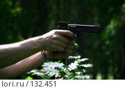 Купить «Пистолет в руке», фото № 132451, снято 18 июня 2007 г. (c) Морозова Татьяна / Фотобанк Лори