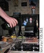 Купить «Встреча Нового года под поздравительную речь Президента России Владимира Владимировича Путина», фото № 135583, снято 31 декабря 2006 г. (c) Fro / Фотобанк Лори