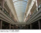 Купить «Торговый центр со стеклянной крышей», фото № 135991, снято 8 августа 2007 г. (c) Елена Бринюк / Фотобанк Лори