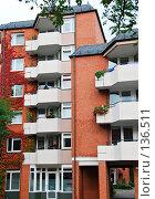Купить «Красивое современное городское здание», фото № 136511, снято 2 октября 2007 г. (c) Светлана Силецкая / Фотобанк Лори