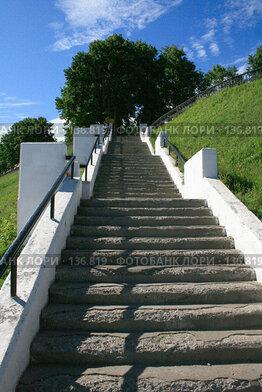 Купить «Лестница к набережной в Ярославле», фото № 136819, снято 16 июня 2007 г. (c) АЛЕКСАНДР МИХЕИЧЕВ / Фотобанк Лори
