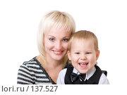 Купить «Мама и сын смеются», фото № 137527, снято 2 сентября 2007 г. (c) Владимир Сурков / Фотобанк Лори