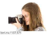 Купить «Девушка с фотоаппаратом», фото № 137571, снято 5 ноября 2007 г. (c) Вадим Пономаренко / Фотобанк Лори
