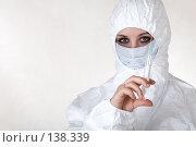 Купить «Доктор держит шприц», фото № 138339, снято 8 декабря 2006 г. (c) Serg Zastavkin / Фотобанк Лори